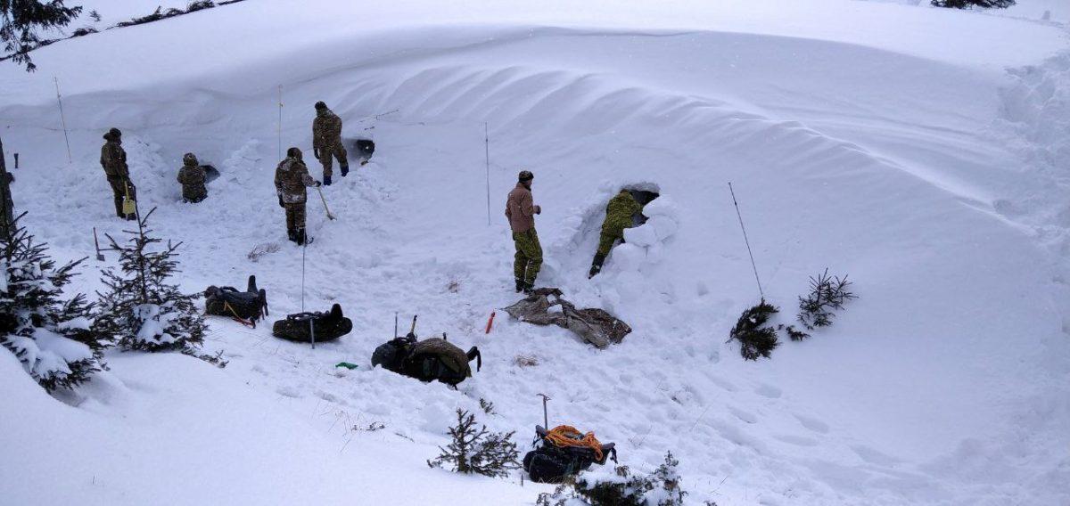У Карпатах за екстремальних погодних умов триває Курс гірської підготовки