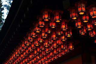 Torodo, el santuario de Koyasan, donde miles de linternas se mantienen permanentemente encendidas.