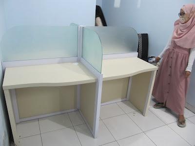 Meja Cubicle Kantor Dengan Sekat Kaca + Furniture Semarang