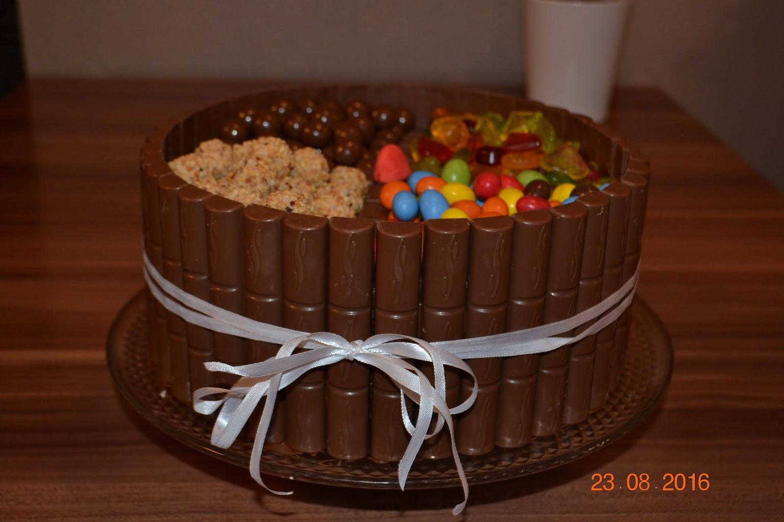 Millas Kitchen Snickers Torte
