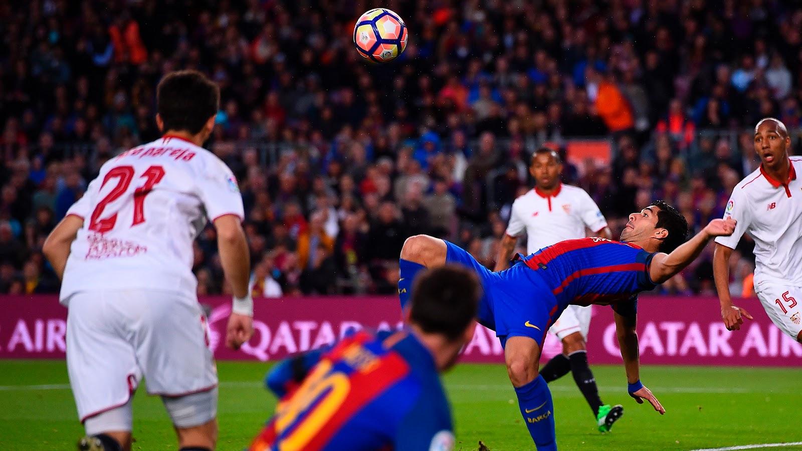 Lionel Messi and Luis Saurez Celebrating against Sevilla
