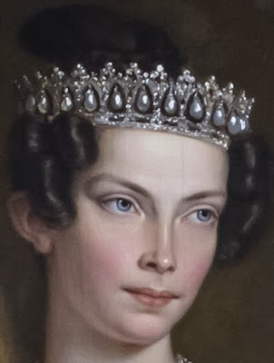 Tiara Mania: Danish Pearl Poiré Tiara worn by Princess Louise of the Netherlands