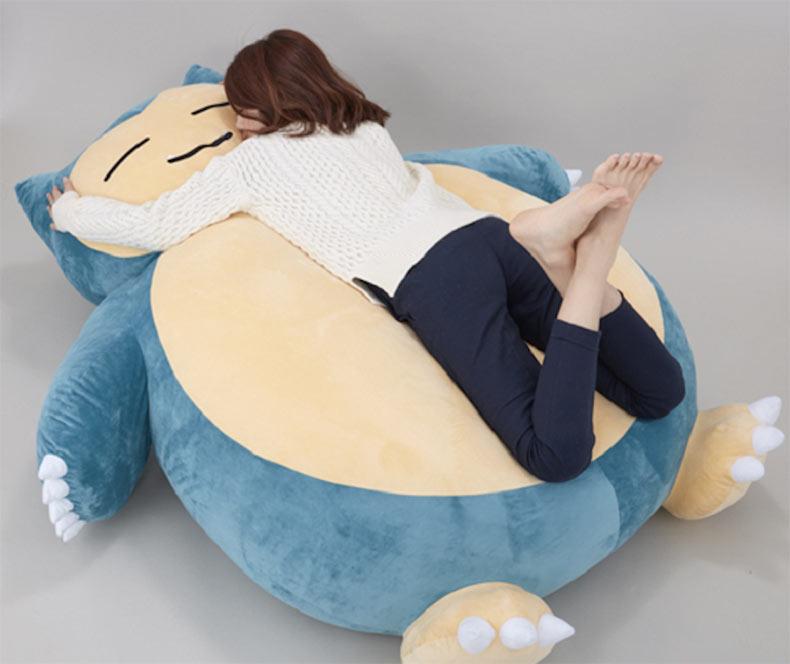 Déjate llevar por tu nostalgia al Pokémon Snorlax con este gigante cojín
