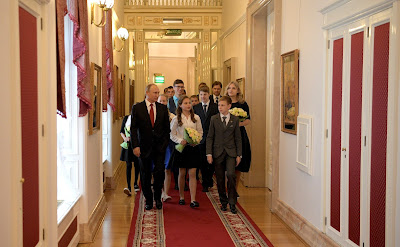 Following the presentation of passports, the President gave participants in the ceremony a tour of his office.