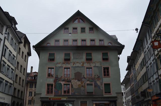 ruazinhas com bandeira da Suíça