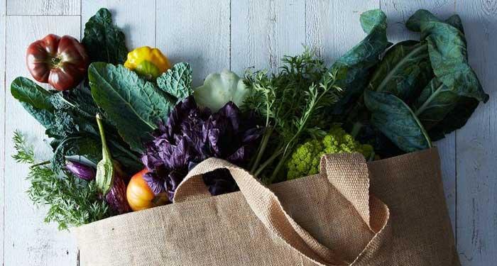 Llena tu cesta de la compra con productos frescos: verduras, frutas