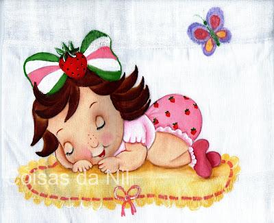 fralda pintada com moranguinho baby deitada no tapete