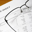 How do you read the balance sheet of a company?