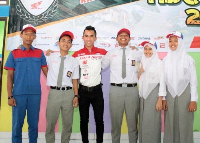 Meriahkan Honda Dream Cup 2017 seri Medan, pembalap AHRT Gerry Salim hadir di Medan
