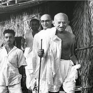गांधी कौन थे गांधीवाद क्यों समझ के परे ?