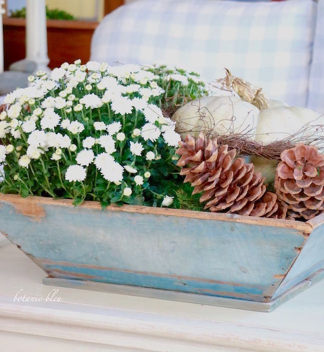 Welcome Fall decorating ideas DIY tips for a blue box
