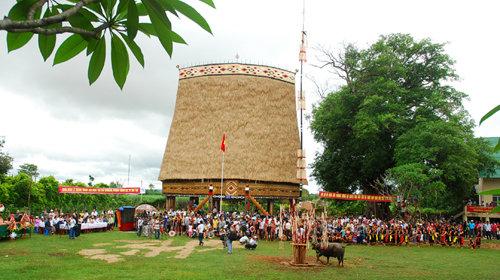 Nhà Rông – Di sản văn hóa đặc trưng của Người Kon Tum