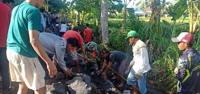 Antisipasi Banjir, Masyarakat Desa Pasirian Bangun Plengsengan Sarana Irigasi