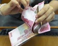 """Kementerian Keuangan menyatakan pembayaran tunjangan hari raya (THR) bagi aparatur sipil negara (ASN) mulai dilakukan pekan depan.  """"Kita kasih THR mulai Minggu depan,"""" kata Menteri Keuangan Bambang Brodjonegoro di kantornya, Jumat (17/6/2016). [Baca juga: Gaji 13 dan 14 PNS Siap Dicairkan]  Rencana pemberian THR bagi ASN ini sudah mendapat persetujuan dari Presiden Joko Widodo (Jokowi). Proses pencairan THR, kata Bambang, akan diproses pekan depan.  """"Minggu depan mulai proses (pencairan),"""" tegas Bambang lagi.  Lebih lanjut dia menuturkan, THR akan diberikan pada ASN atau PNS yang aktif. Tahun ini merupakan tahun pertama pemerintah memberikan THR bagi PNS."""
