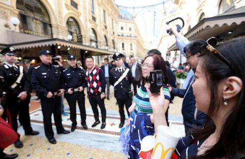 Kína óvatosságra inti az Egyesült Államokba utazó turistáit