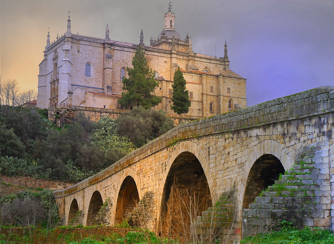 Resultado de imagen de Puente viejo o Puente de piedra de Coria ,