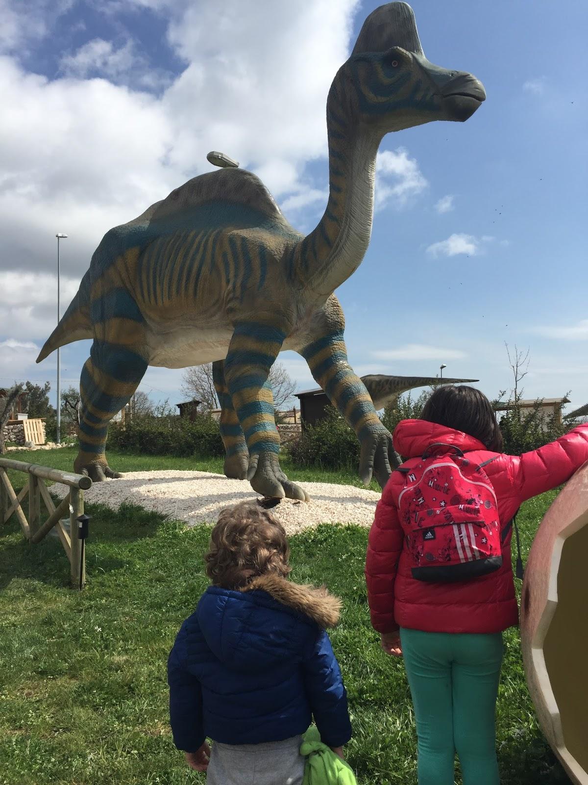 Il Parco Dei Dinosauri Più Grande Ditalia Tra Rock E