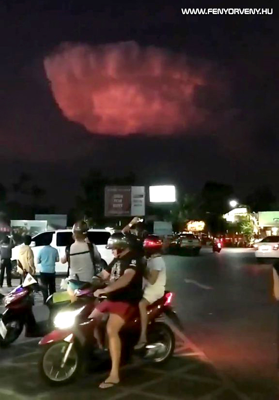 Rejtélyes, magányos, villámokat szóró felhő jelent meg Thaiföld felett (VIDEÓ)