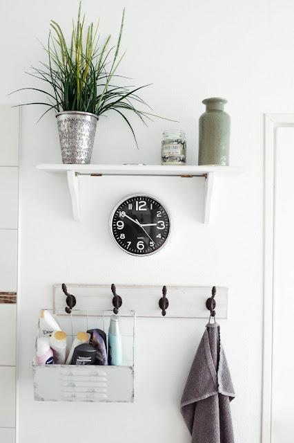bathroom hooks, guest ideas