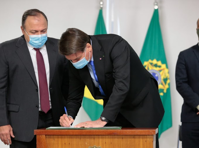 Bolsonaro assina MP que acelera o processo de vacinação contra a Covid-19