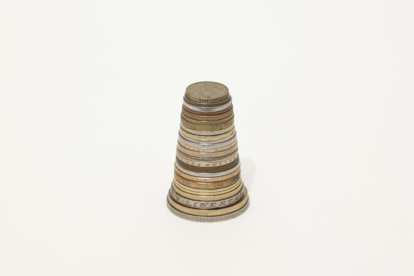 Jason Mena Martínez, Confusion of Toungues,  2010, North, Central and South American coins stacked according to size.