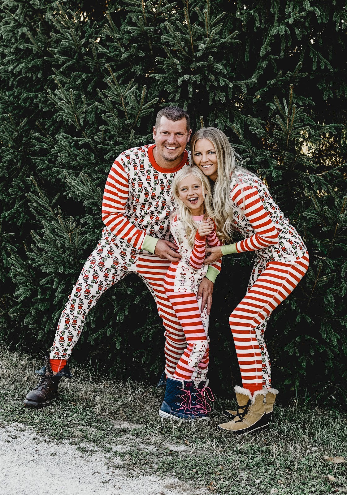 5 Sets of the Cutest Matching Family Christmas Pajamas! Daphnie Pearl Blog family christmas pajamas matching idea photo photographer picture pictures christmas tree buffalo plaid grinch polar bear fuzzy warm comfortable lounge snowflake