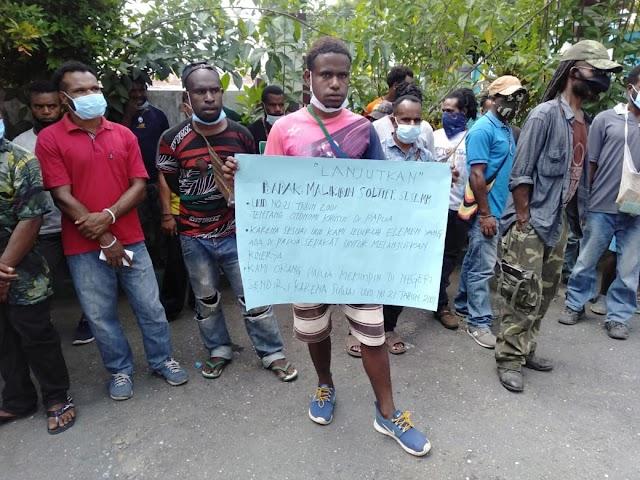 Masyarakat dan Tokoh adat Papua  Demo Penolakan pergantian Kepala Balai PUPR Provinsi Papua.Rabu, 24 Juni 2020