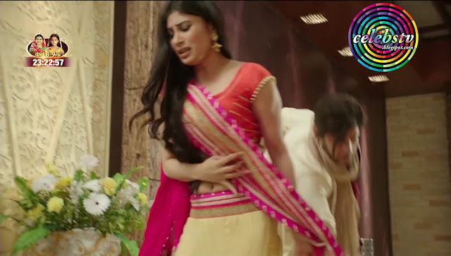 Hot Tv Actress Mouni Roy Bare Navel Show And Molested -1683