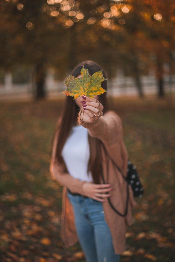 twarz zasłonięta liściem zdjęcia