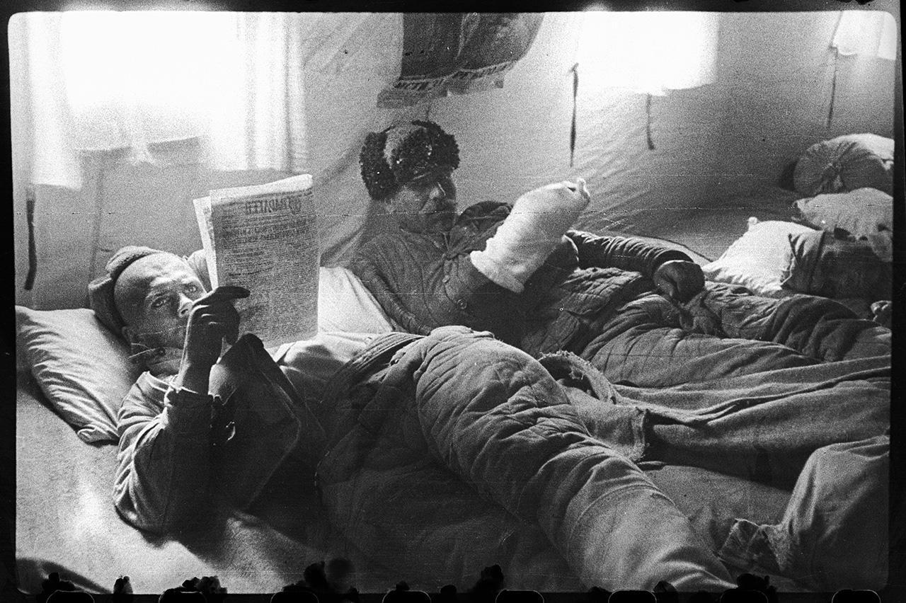 Раненые Татарчук и Литвинов в эвакоотделении, село Ай-Тодор, 22 апреля 1944 года