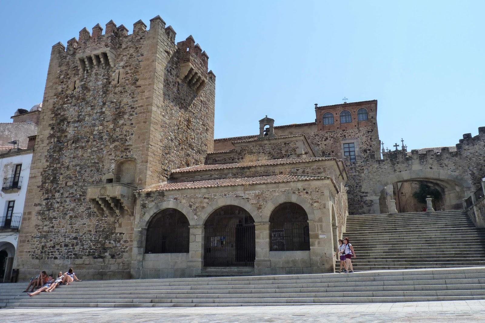Torre de Bujaco, Ermita de la Paz y Arco de la Estrella.