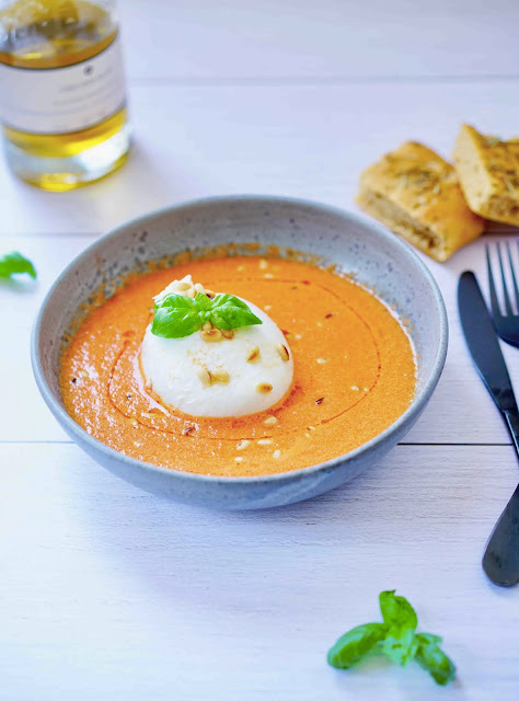 burrata , mozzarella , soupe froide , gaspacho , gingembre , basilic