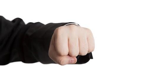 Elfajult a vita: arcon ütötte a haragosát egy férfi Salgótarjánban