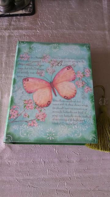 Inspiracje ze świata przyrody – wiosenna szkatułka – książka z motylem ;)
