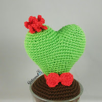 http://gateandocrochet.blogspot.com.es/2016/02/patron-cactus-corazon-amigurumi.html