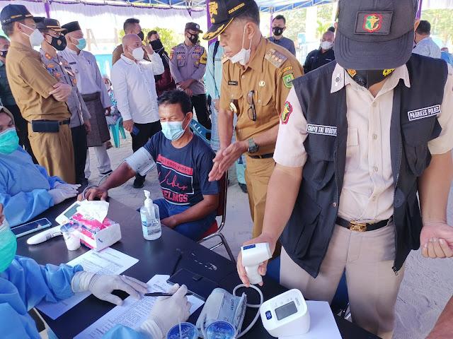Bupati Natuna Pantua Pelaksanaan Vaksinasi Covid-19 di Kecamatan Bunguran Utara