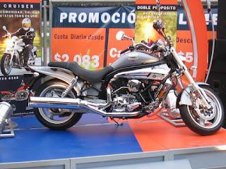 Motocicleta UM 650 CC