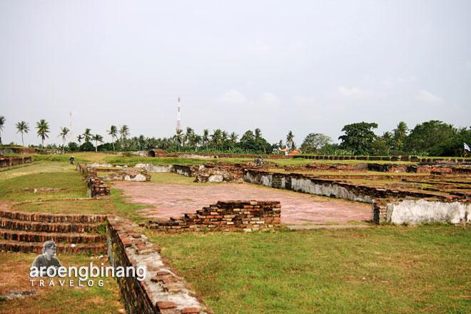 reruntuhan tembok teras keraton surosowan banten lama