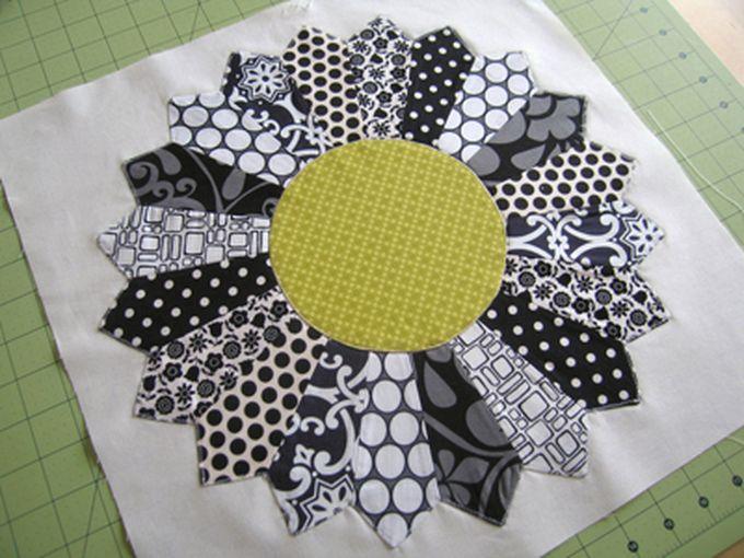 Dresden Plate Block Pattern + Tutorial