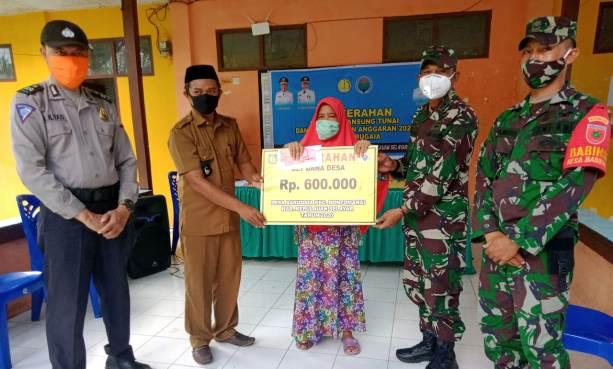 Babinsa TNI Dan Bhabinkamtibmas Polri Bersinergi Kawal Penyaluran BLT Di Selayar