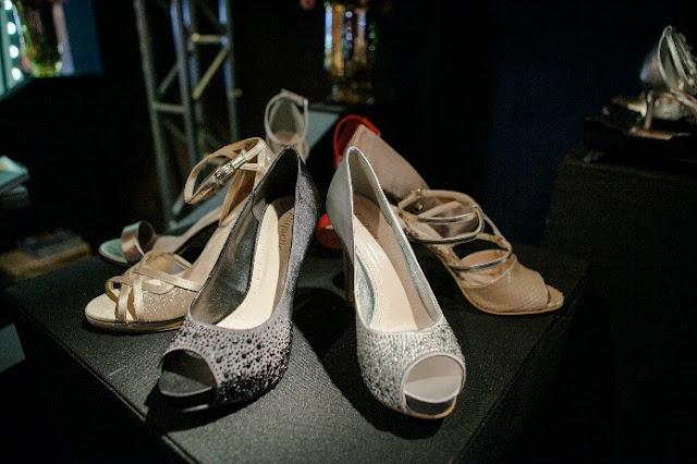sandálias com brilho prata e dourada