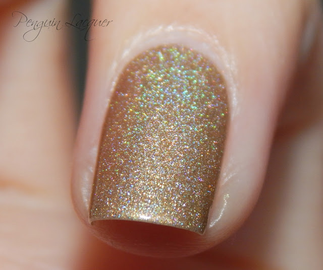kiko holographic nail lacquer 002 golden champagne flashlight makro