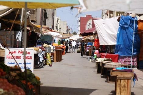 انتشار أسواق عشوائية وعربات الباعة المتجولين يقلق البيضاويين