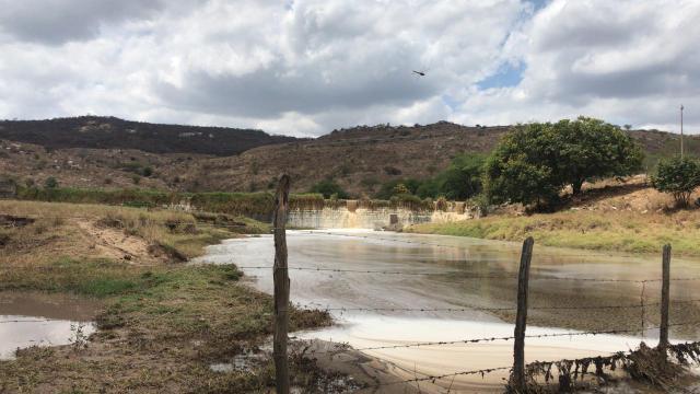 Após chuvas na região, águas chegam ao Rio Capibaribe, em Jataúba