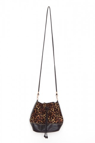 e6227a5685a This pretty little bag can add a punch of style to an otherwise boring  outfit. If you don t like to stand out but love cheetah print then this bag  is for ...