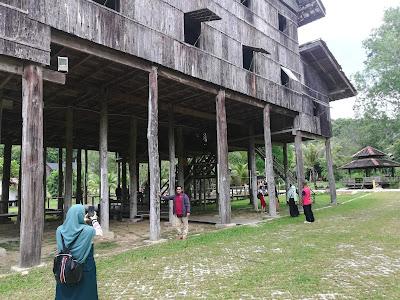 rumah orang melanau,melanau house in Sarawak,sarawak tribe