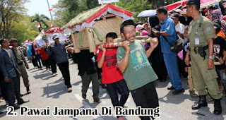 Pawai Jampana Di Bandung merupakan salah satu tradisi unik 17an di berbagai daerah Indonesia