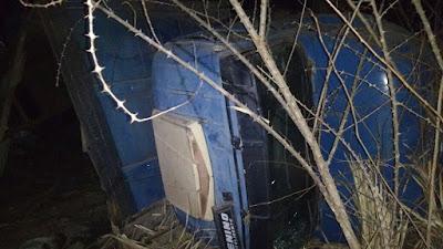 Após acidente com caminhão boiadeiro na BR-222 em Vargem Grande, populares tentaram abater animais