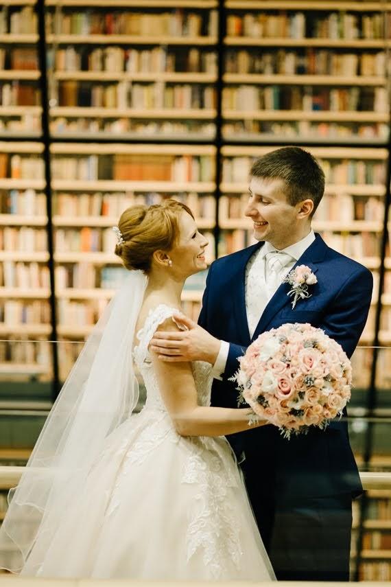 kāzu fotosesija Latvijas nacionālā bibliotēkā