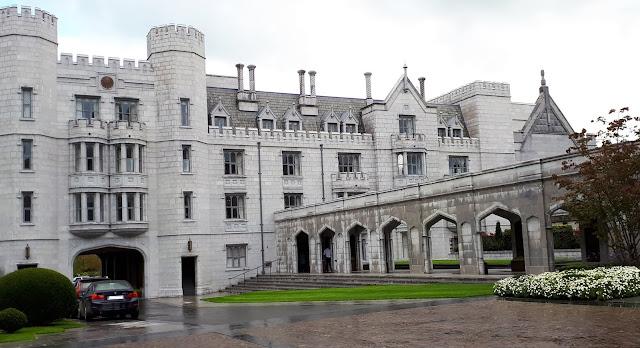 iltapäivätee tarjoilut, luksushotelli, kartano, linna irlannissa, iltapäivätee, Adare, Manor, irlanti, harmaa kivitalo